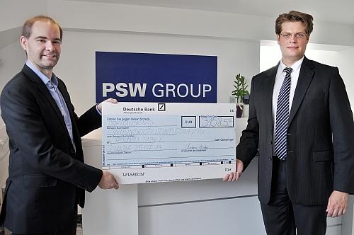 Übergabe des Schecks: Christian Heutger (PSW) und Dr. Matthias Freund (Round Table Fulda)
