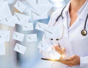 Ärztin verschickt E-Mails
